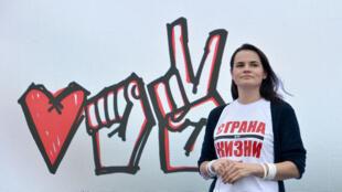 """Svetlana Tikhanovskaya, candidata presidencial na Bielorúsia, refugiada na Litânia, apela a União Europeia a não reconhecer a """"vitória fraudulenta"""" de Alexander Lukachenko a 9 de Agosto, após 26 anos de poder."""