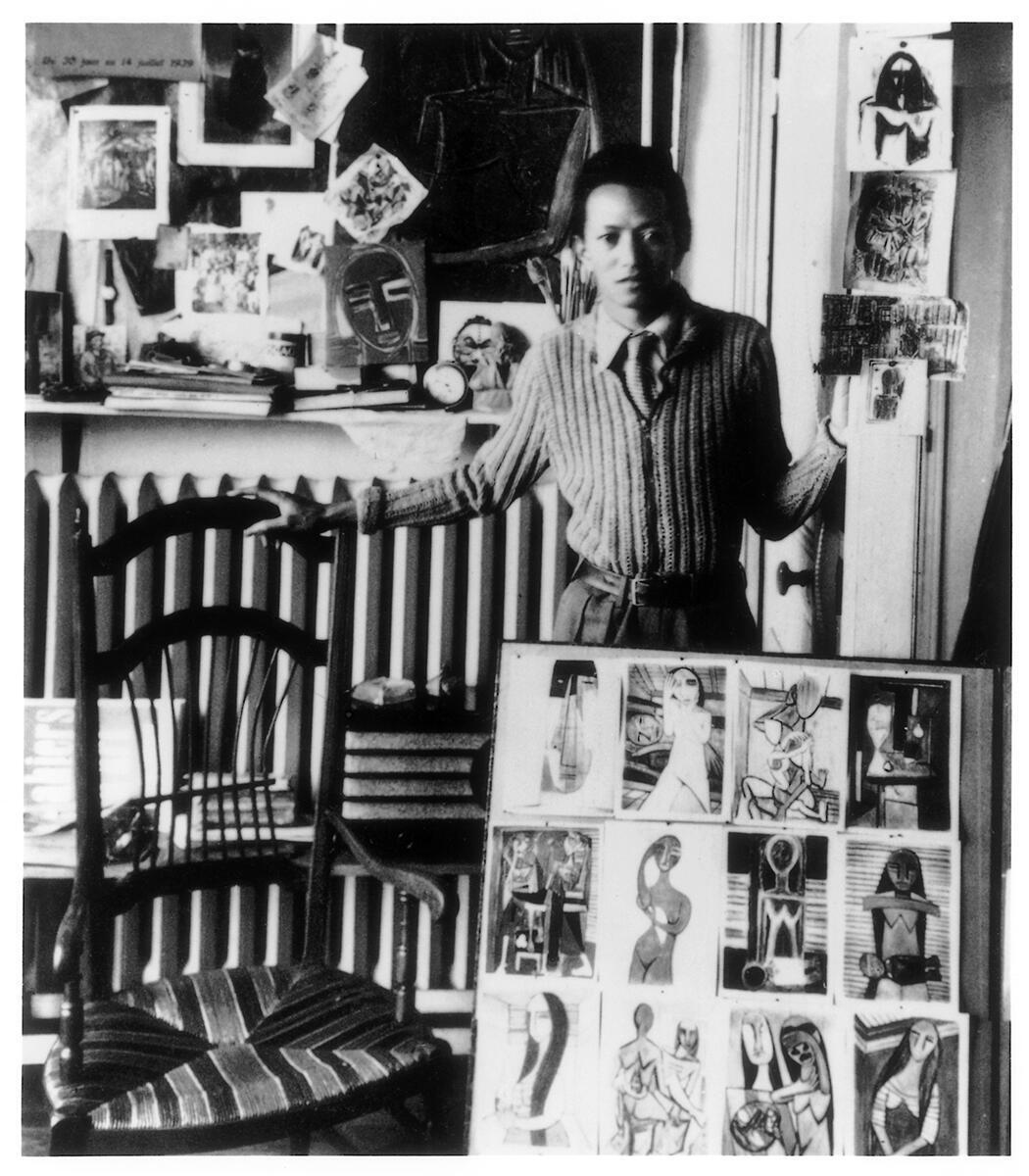 Wifredo Lam en su atelier de París.