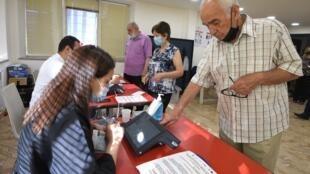 000_9CM8JR arménie vote