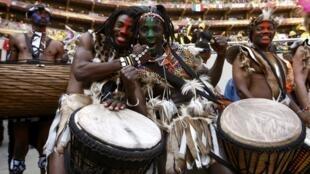 Nét truyền thống trong buổi lễ khai mạc Cúp bóng đá Nam Phi 2010