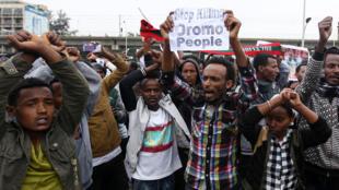 Des manifestants Oromos, lors d'un rassemblement anti-gouvernement dans la capitale éthiopienne à Addis Abeba, le 6 août 2016.