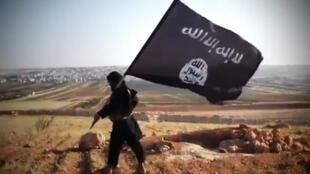 Le drapeau du groupe État Islamique (image d'illustration).