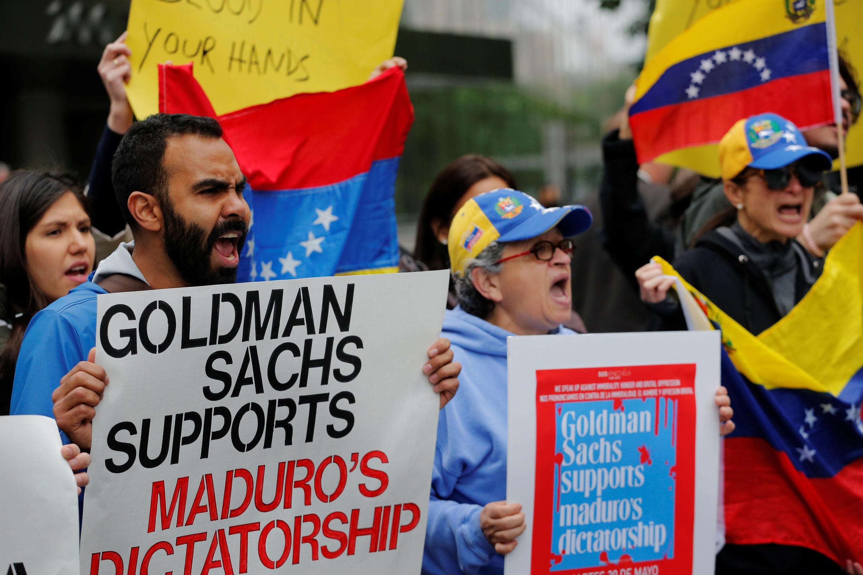 Manifestación en Nueva York contra la transacción de Goldman Sachs con Petróleos de Venezuela, este 30 de mayo de 2017.