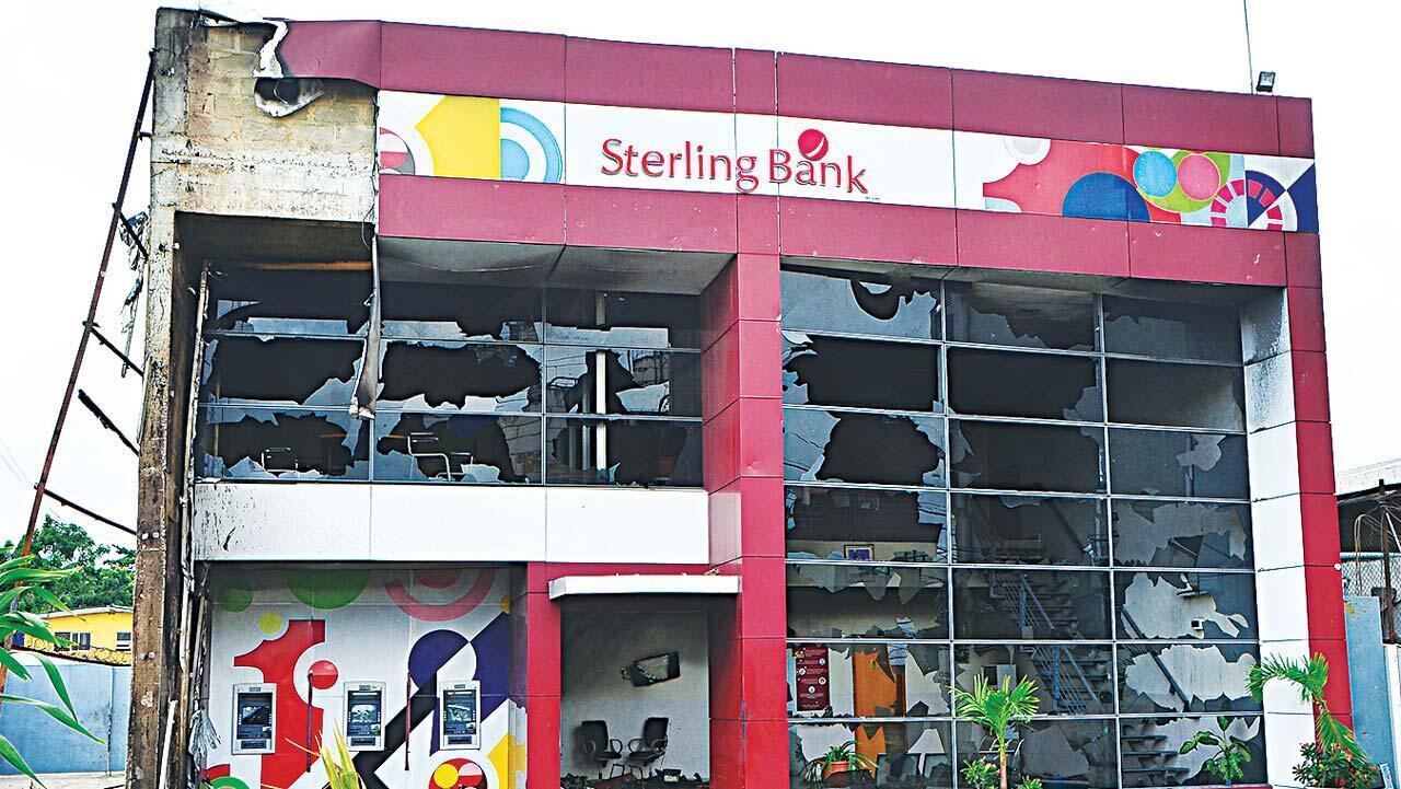 Bankin Sterling da direbobi suka kona a jihar Legas