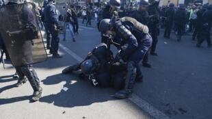 Aumento das denúncias de violência policial em França
