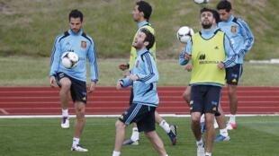 Seleção espanhola de futebol treina nesta quarta-feira na cidade de Gniewino, na Polônia.