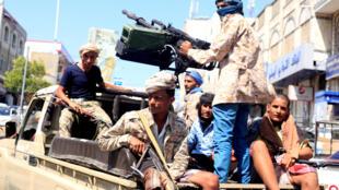 Binh sĩ của chính phủ Yemen đi tuần tra ở Taiz, ngày 06/10/2018