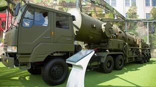 Xe chở tên lửa Trung Quốc DF-21A tại Bảo tàng Bắc Kinh (wikipedia.org)