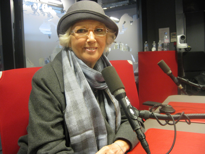 Susana Rinaldi en los estudios de Radio Francia Internacional