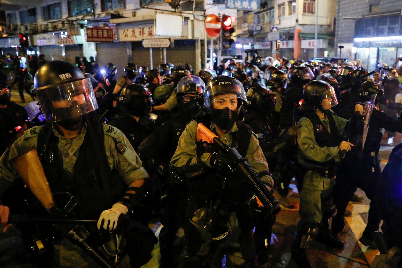 Cảnh sát chống bạo động được huy động trấn áp biểu tình tại Hồng Kông ngày 1/10/2019.