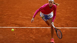 Petra Kvitova reached the semi-final at the French Open for the first time since 2012 after her straight sets victory over Laura Siegemund.