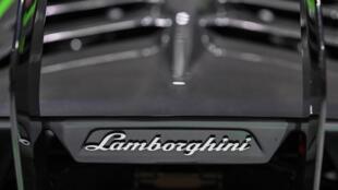 Un coche Lamborghini expuesto en la  19ª Exposición Internacional de la Industria del Automóvil de Shanghái, China, el 21 de abril de 2021