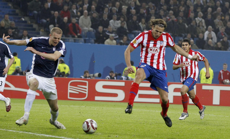 Diego Forlan marque à la 116e mn son deuxième but de la finale.
