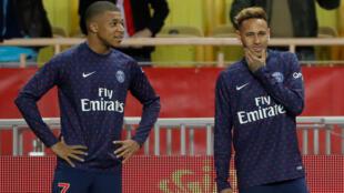 Neymar e Mbappé, os dois craques do PSG, correm o risco de ficar fora dos gramados no duelo contra o Liverpool