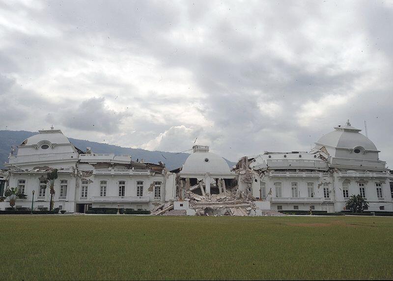 Le palais présidentiel de Port-au-Prince ravagé par le séisme du 12 janvier 2010.