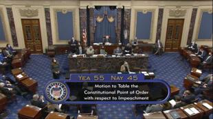 """در جریان یک رأی گیری در مجلس سنای امریکا، ۴۵ سناتور جمهوری خواه، روز سه شنبه ۲۶ ژانویه/۷ بهمن، به طرح """"رند پاول"""" رأی مثبت دادند و استیضاح ترامپ را خلاف قانون اساسی دانستند و ۵۵ سناتور نیز در مخالفت با این طرح، به قانونی بودن استیضاح ترامپ رأی دادند."""