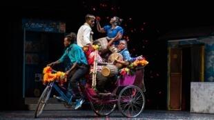 La pièce «Chandâla, l'impur» met la lumière sur la discrimination des 150 millions d'Intouchables, une caste dorénavant appelée «Chandâla» en Inde.