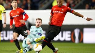 Mexer (Rennes), à droite, lors du match contre Arsenal, le 7 mars 2019.