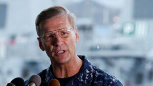 Le vice-amiral Joseph Aucoin, ici en juin 2017 à Tokyo, n'est plus le commandant de la 7e flotte navale américaine.
