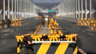 Les deux pêcheurs ont été renvoyés au Nord par le point de passage de Panmunjeom (photo d'illustration).