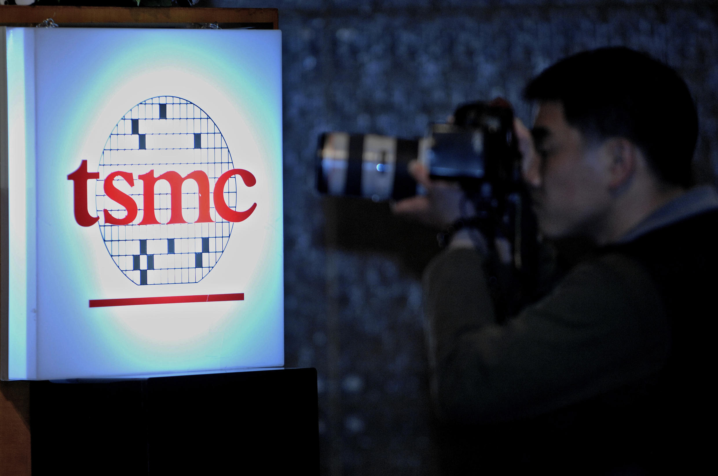 Observers said TSMC rallied following news that US giant Intel had been forced to place orders with rivals owing to delays with its own next-generation chip.