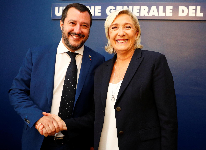 O italiano Matteo Salvini e a francesa Marine Le Pen, dois representantes da extrema direita europeia, durante um encontro em Roma em 2018.