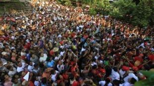 昂山素姬的支持者3月30日在仰光集會