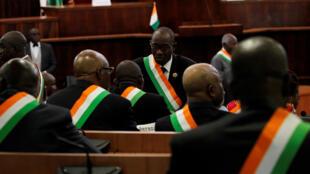 Leprojet de nouvelle Constitution a été présenté aux parlementaires le 5 octobre 2016.