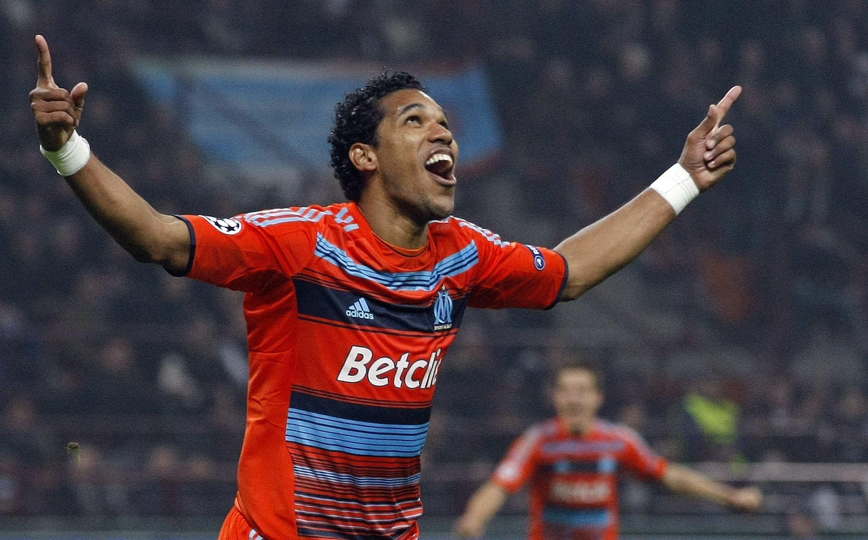 O atacante Brandão comemora o gol que classificou o Olympique de Marselha para as quartas-de-final da Liga dos Campeões da Europa.