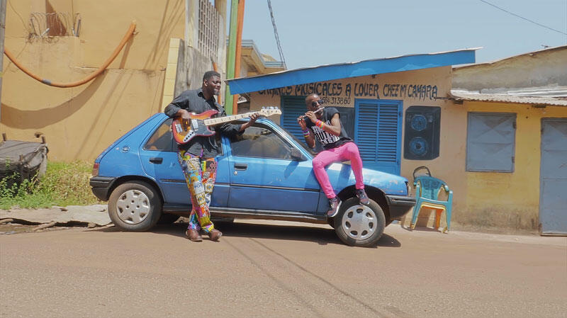 Jowee Omicil in Conakry recording the video for Mende Lolo.