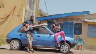 L'artiste musicien Jowee Omicil à Conakry en Guinée.