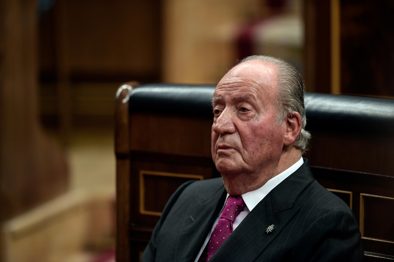 O rei emérito Juan Carlos I anunciou nesta segunda-feira (3) decisão de sair da Espanha