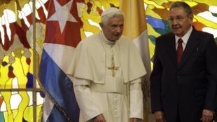 Đức Giáo hoàng Benedicto XVI và Chủ tịch Cuba Raul Castro nhân cuộc tiếp xúc tại La Habana ngày 27/03/2012.