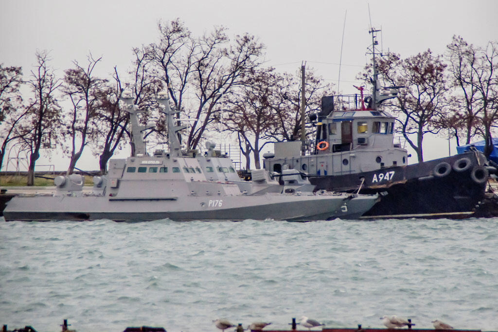 Các tàu của Hải quân Ukraina bị Nga bắt giữ, neo tại cảng Kertch, Crimée, ngày 28/11/2018.