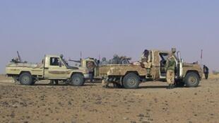 Des combattants du Mouvement national de libération de l'Azawad, dans le voisinage de Tabankort (nord du Mali), le 15 février 2015.