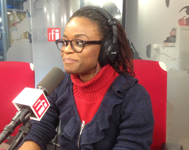 Julie Owono au micro de RFI.