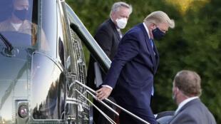 ترامپ در حال رفتن به بیمارستان