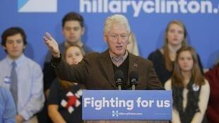 Tsohon Shugaban Amurka Bill Clinton na jawabi a yakin neman zaben Matarsa Hillary Clinton a Nashua