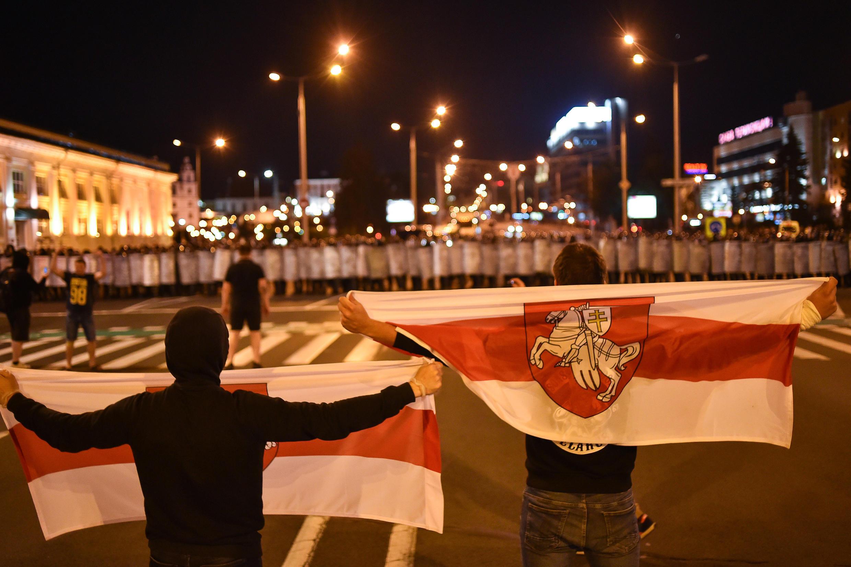 В центре Минска на площади Победы начались столкновения с полицией и задержания участников протестных акций