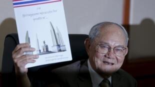 Ông Meechai Ruchupan, chủ tịch ủy ban soạn thảo Hiến pháp Thái Lan trong cuộc họp báo tại Bangkok, ngày 29/03/2016