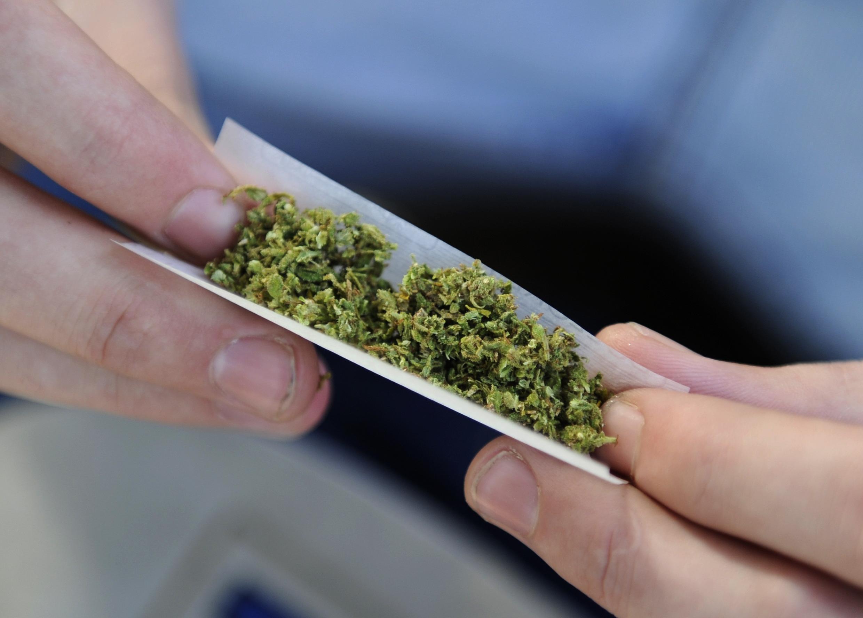 En France, un jeune sur deux reconnaît avoir déjà fumé un joint.