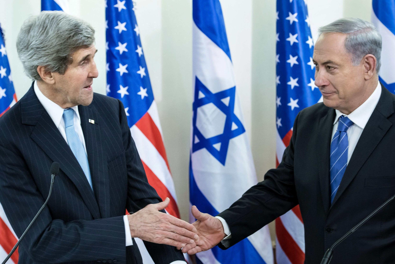 O secretário de Estado americano John Kerry e o premiê israelense Benjamin Netanyahu