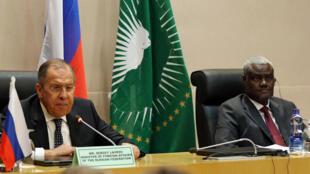 Ngoại trưởng Nga Sergueï Lavrov và ông Faki Mahamat, chủ tịch Liên Minh Châu Phi tại Addis Abeba, ngày 9/03/2018.