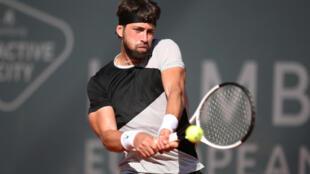 Nikoloz Basilashvili beat Roger Federer in three sets to advance to the semi-final at the Qatar Open.