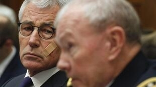 Le secrétaire américain à la Défense Chuck Hagel (second plan) et le chef d'état-major des armées américaines Martin Dempsey, le 13 novembre à Washington.