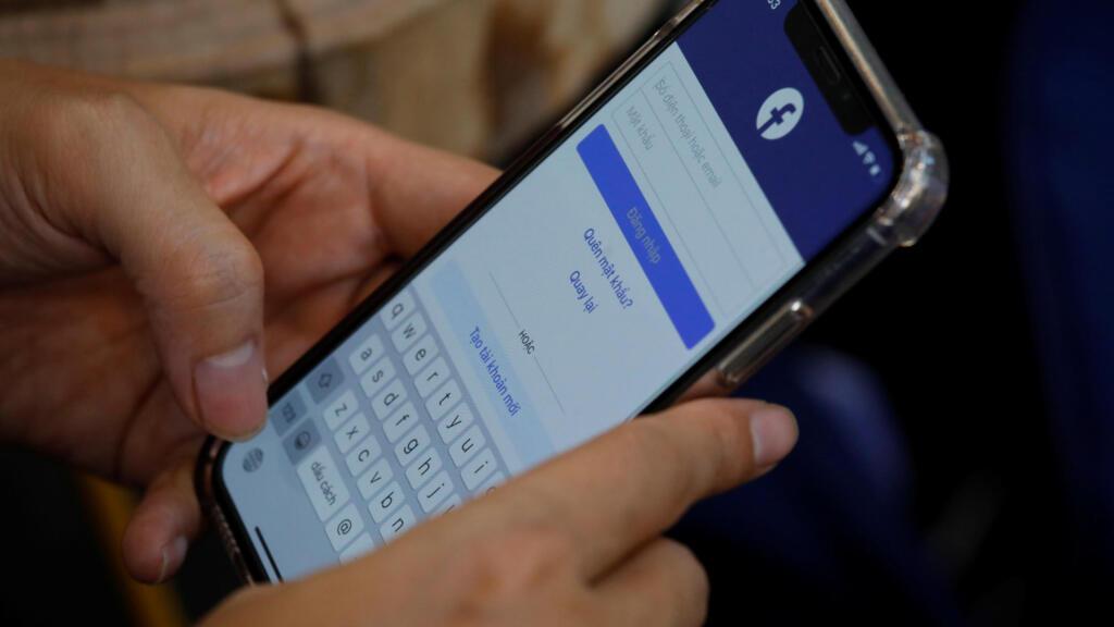 Việt Nam dọa đóng cửa Facebook nếu không đáp ứng yêu cầu  kiểm duyệt