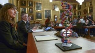 Mô hình ADN được trưng bày trong cuộc họp báo tại Viện Hàn lâm Hoàng gia Thụy Điển, ngày 07/10/2015