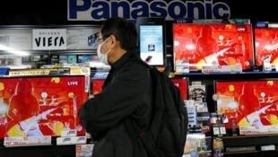 日本东京松下电视电子商店2012年11月22日。