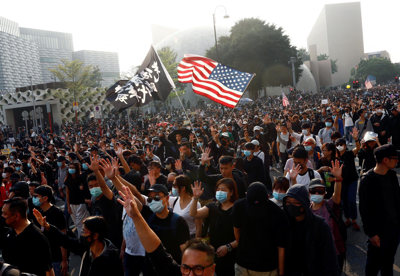 از سرگیری تظاهرات در هنگکنگ، با سپاسگزاری معترضان از آمریکا
