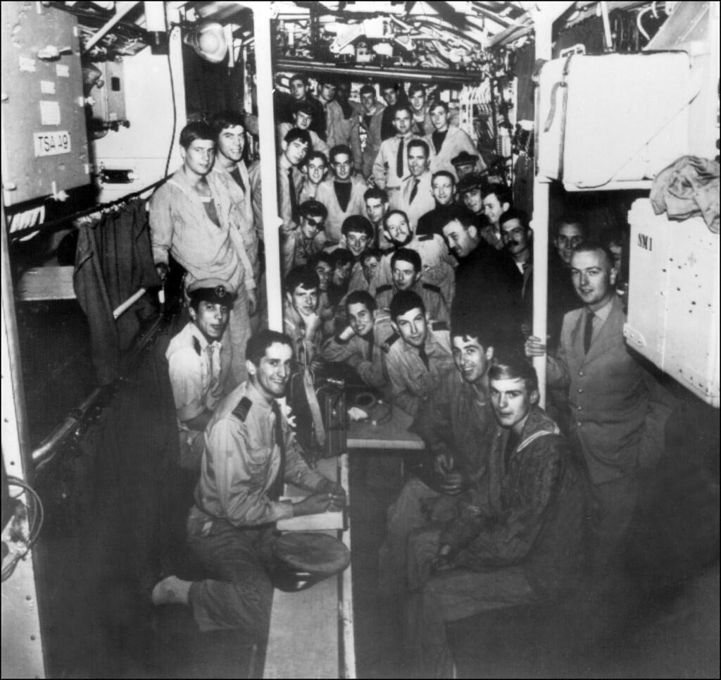 """عکس آرشیو : خدمه زیردریایی فرانسوی """"Minerve"""" که در روز ٢٧ ژانویه سال ۱۹۶٨ در آبهای مدیترانه غرق شد. این عکس در دهه دوم سالهای ۶٠ میلادی گرفته شده است"""